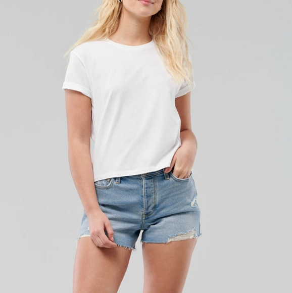 🍁 Must-Have Classic T-shirt in white